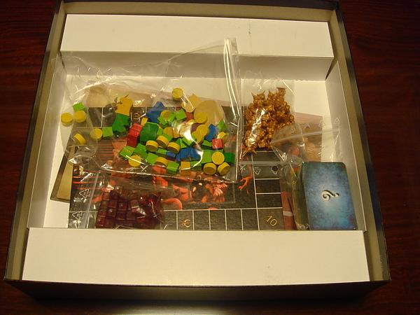 遊戲盒底層(配件).JPG