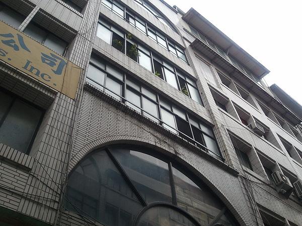 天鵝堡倉庫.jpg