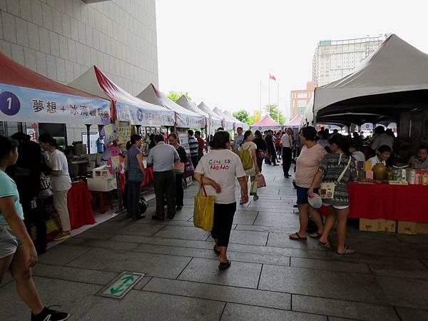 2004台中市北屯區「幸運草市集」在市政廣場