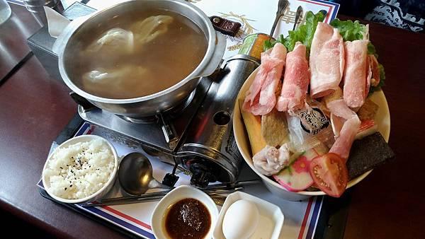 1100屏東縣屏東市麗貞館軍事主題餐廳