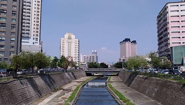 2420台中市西區柳川