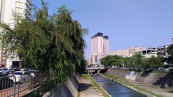 2455台中市西區柳川