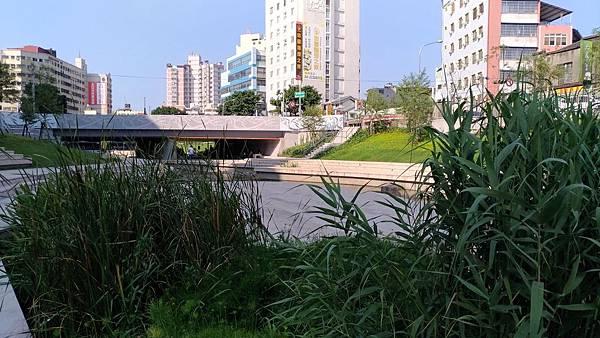 2462台中市西區柳川