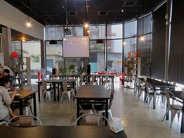 1268屏東縣屏東市青悠堂餐酒館