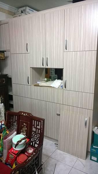 客廳隔間櫃