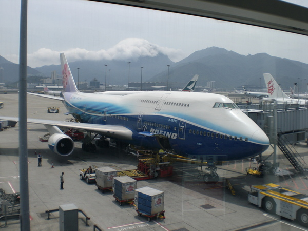 香港機場邂逅了美擁美麗身影的華航班機。