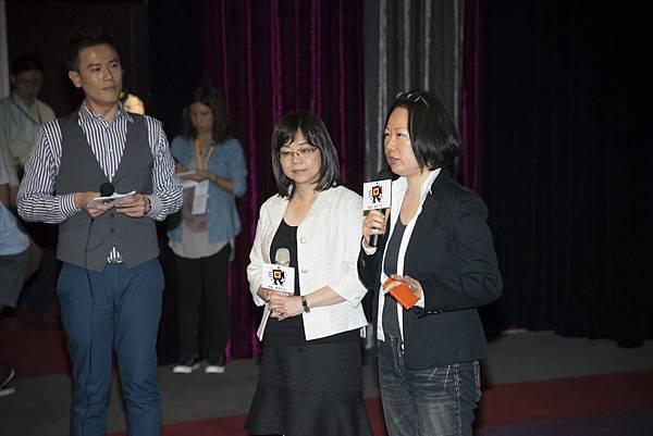左起「台灣黑狗兄」製片曹琬凌、導演賀照緹