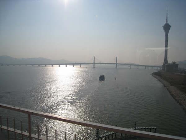 旅遊塔與南灣大橋