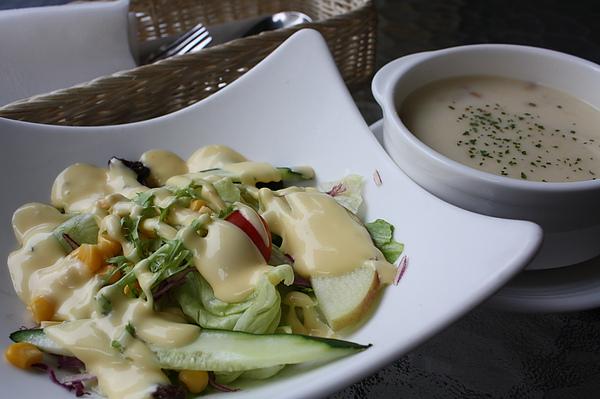 附餐沙拉與濃湯(棒).JPG