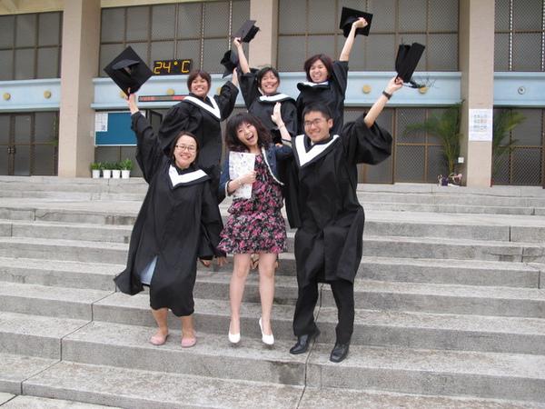 畢業囉~跳跳跳