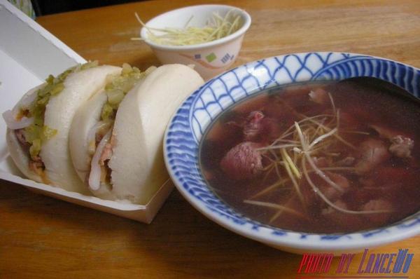 隔天的早餐~阿松割包+永樂牛肉湯