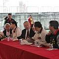 2010.04.26熊局長與民代.JPG