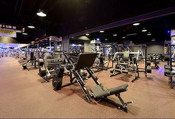 健身工廠專業重量訓練區