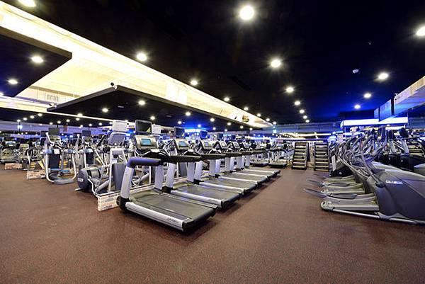 健身工廠複合式心肺訓練區