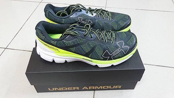 Under Armour跑步鞋
