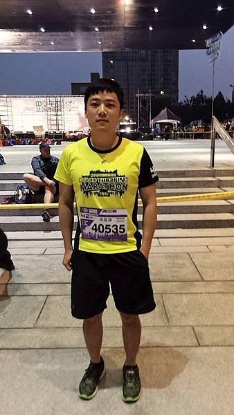 岱宇臺中國際馬拉松路跑前-哥