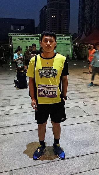 岱宇臺中國際馬拉松路跑前-高中同學