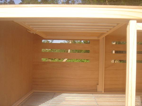 種鴿配對箱可選擇這型式~中間隔門可於確認配對完成後上掀固定於上方(變為寬敞)