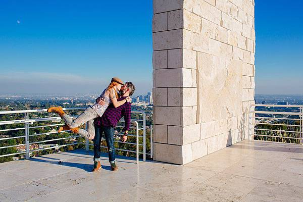 adaymag-couple-travels-around-the-world-to-capture-kiss-in-stunning-photos-017