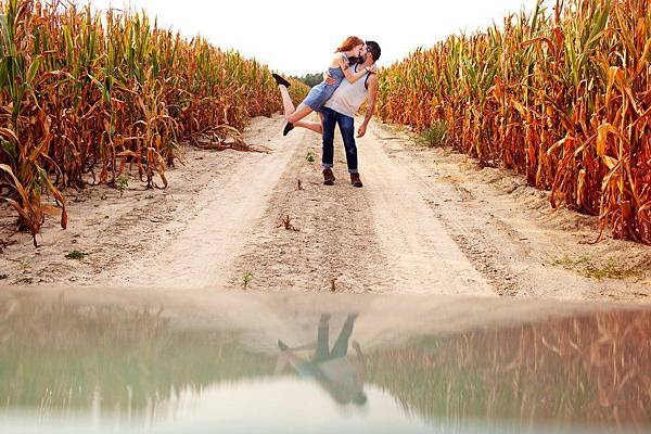 adaymag-couple-travels-around-the-world-to-capture-kiss-in-stunning-photos-018