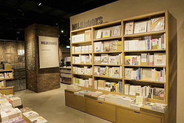 MUJI無印良品希望透過MUJI-BOOKS的生活主題式選書,提供民眾感受更多書與好感生活融合的閱讀提案。_20151106110003