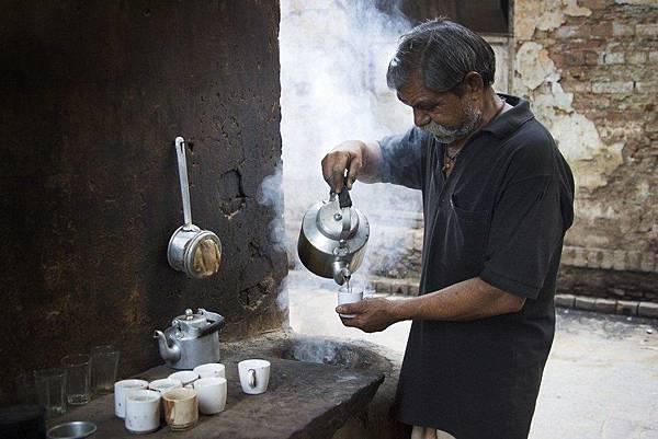 India_-_Varanasi_Chai_kettle_-_0666-1024x683