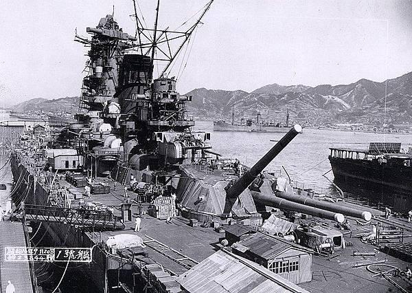 800px-Yamato_battleship_under_fitting-out_works