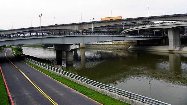 800px-Zhongshan_New_Bridge_20110425 (1)