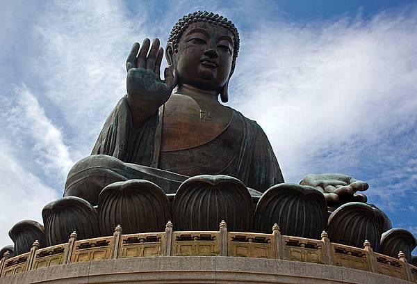 800px-Tian_Tan_Buddha_(9946065274)