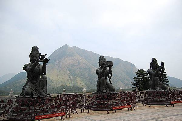 800px-View_From_Tian_Tan_Buddha_(1424064284)