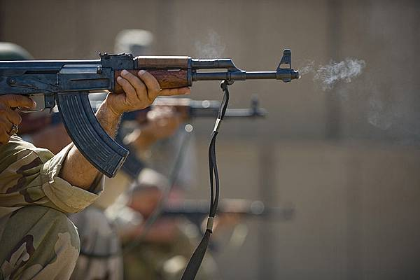 800px-Ak-47-iraqis