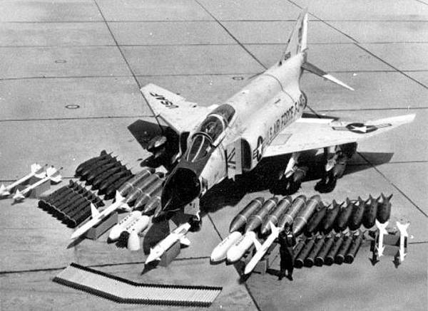 McDonnell_Douglas_F-4C_with_armament_layout_061006-F-1234S-024