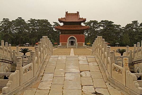 800px-Qing_Tombs_09_(4924135313)