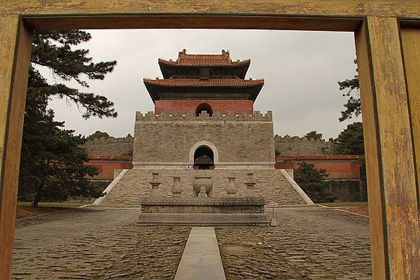 800px-Qing_Tombs_16_(4924861820)