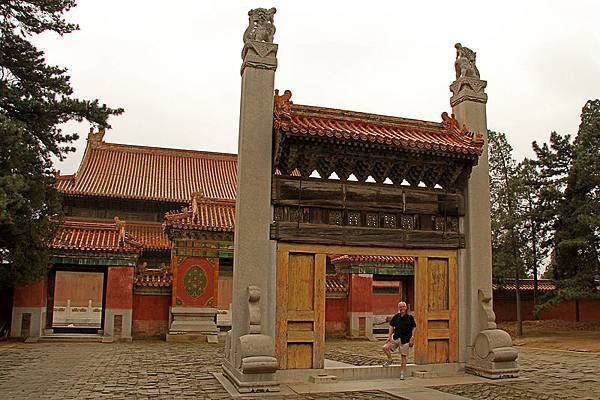 800px-Qing_Tombs_18_(4924681090)