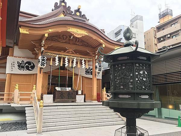 Suitenguu_main_shrine_and_a_lantern (1)