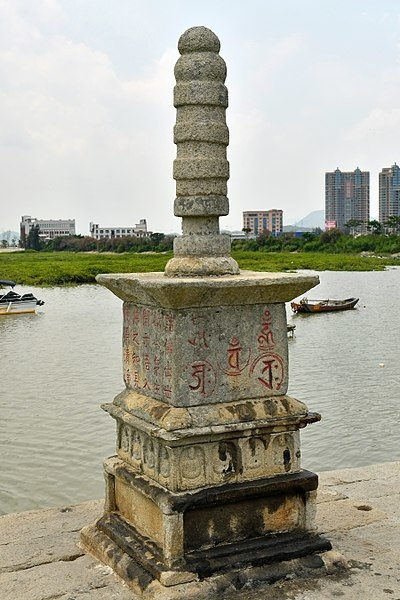 400px-Moonlight_buddha_Tower_on_Luoyang_Bridge_2o170727