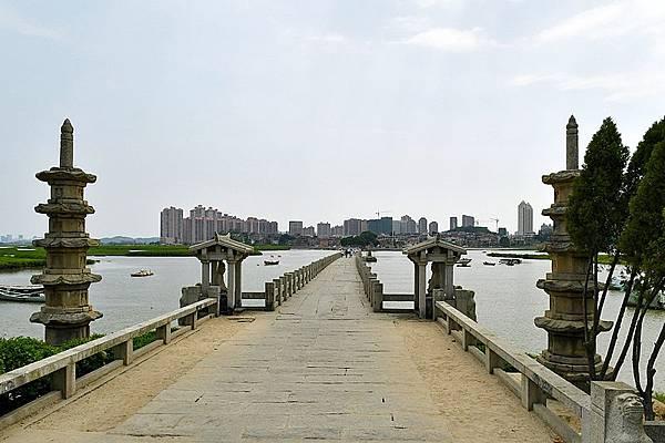 800px-Luoyang_Bridge_North_side_20170727