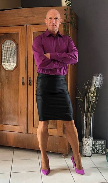 This-man-in-a-skirt-and-heels-is-breaking-taboos-questioning-standards-and-reinforcing-that-clothes-have-no-gender-5f87f1458637b__880