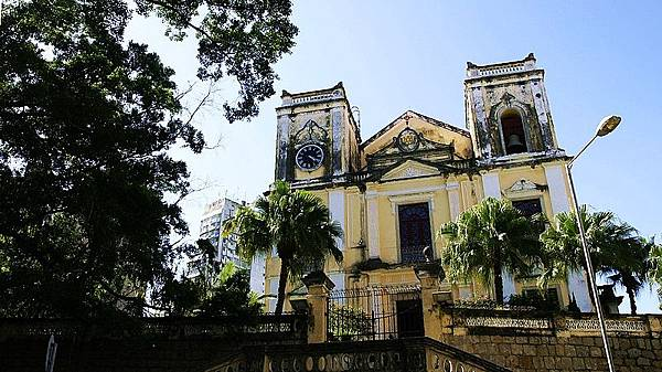 800px-Igreja_de_São_Lourenço