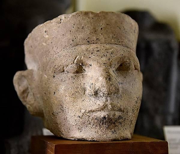 702px-Limestone_head_of_a_king