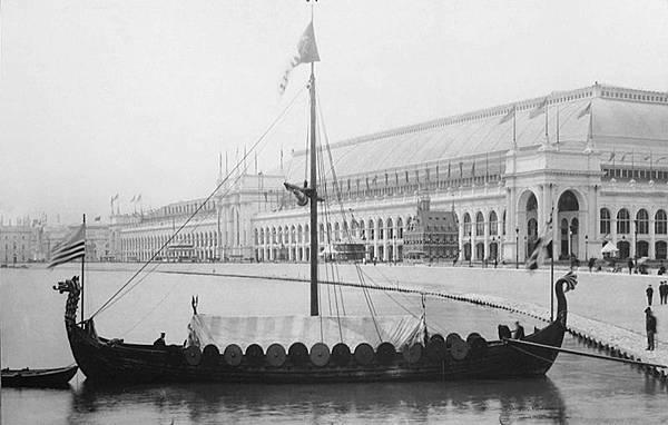 800px-Viking,_replica_of_the_Gokstad_Viking_ship,_at_the_Chicago_World_Fair_1893