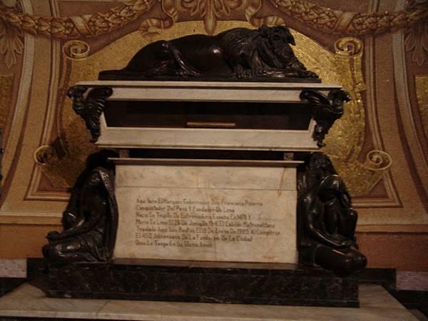 Франциско_писсаро_(гробница_Франциско_Писсаро_в_Лиме) (1)