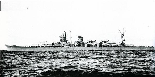 Japanese_cruiser_Yahagi-1024x512