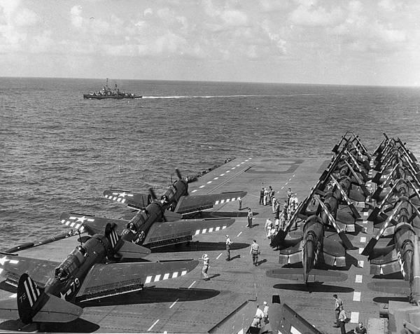 1280px-USS_Antietam_flight_deck