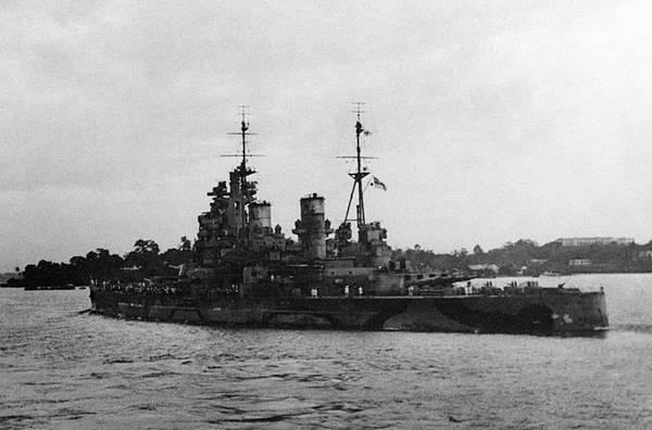 HMS_Prince_of_Wales_Singapore_(041562)
