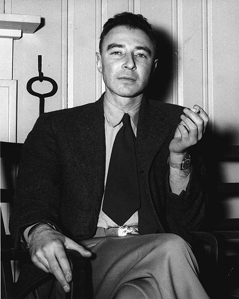 480px-J._Robert_Oppenheimer_at_the_Guest_Lodge,_Oak_Ridge,_in_1946_4