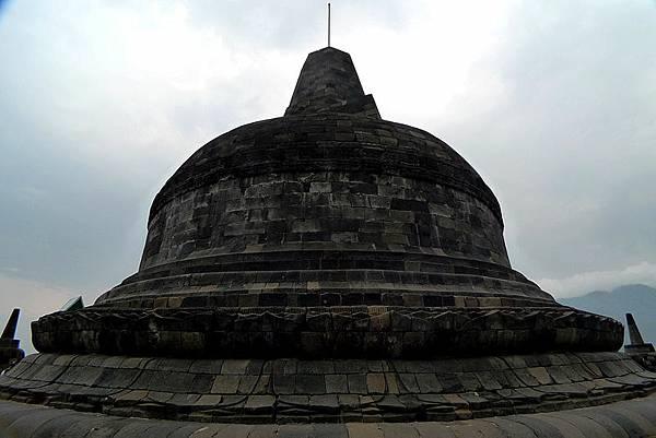 800px-婆罗浮屠塔顶