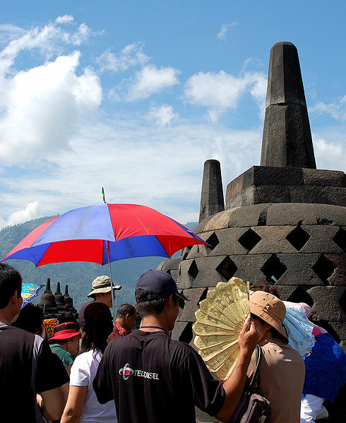 490px-Borobudur_Tourism