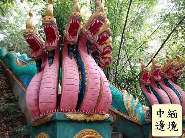 Naga_statue_in_Yunnan_China
